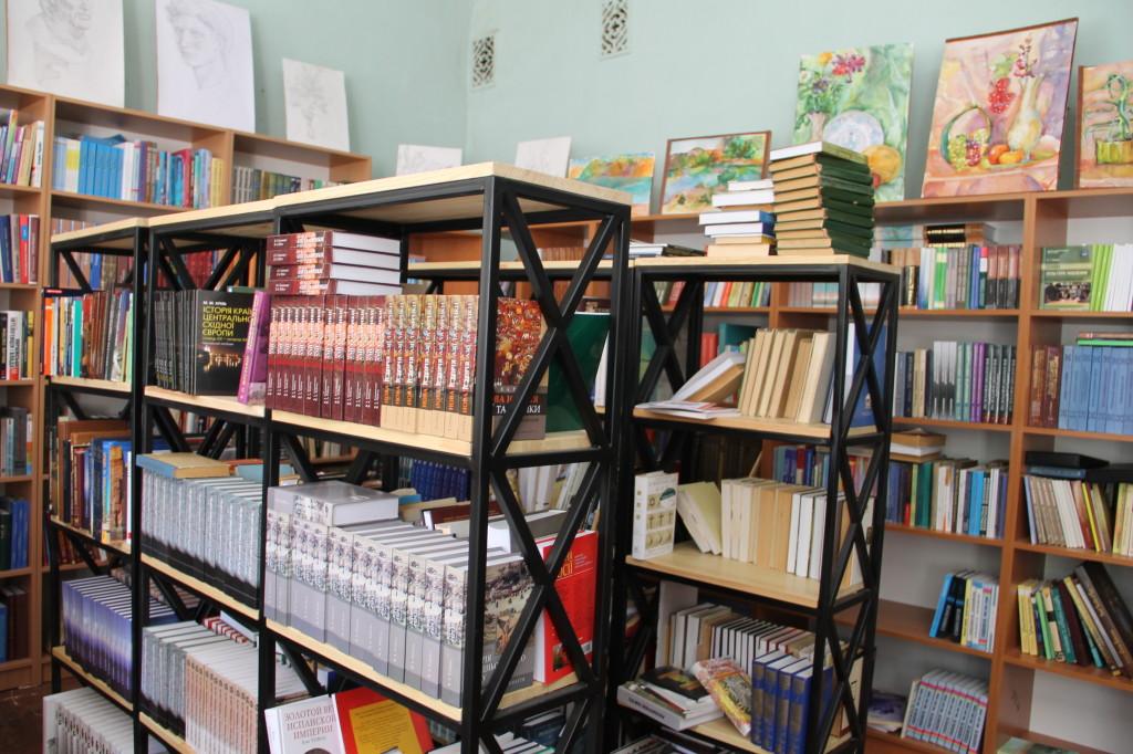 Современную библиотеку собирали и оборудовали с нуля